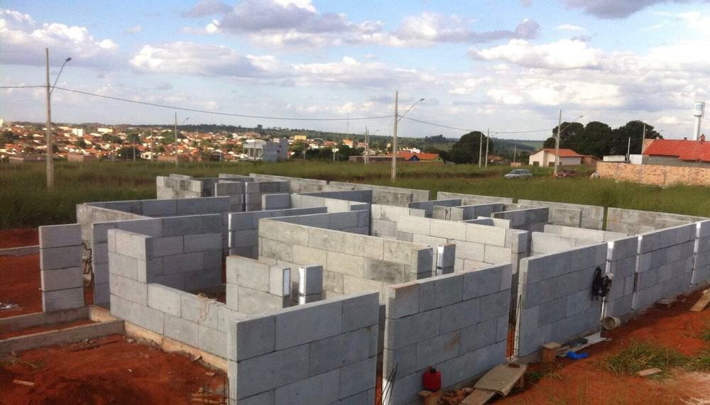 Casas estão sendo construídas em Rio Preto com blocos de isopor e concreto